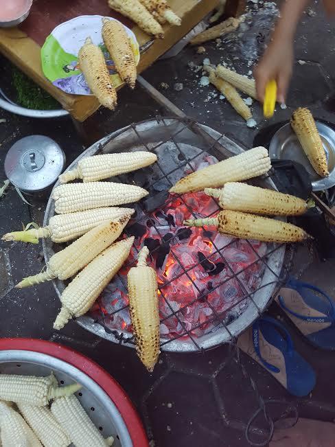 Thơm lừng bắp nướng dì Mọi ở Phan Rí