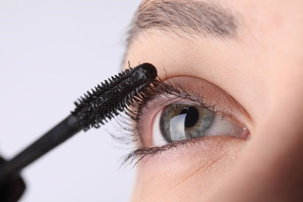 Cách sử dụng mascara dầu dừa