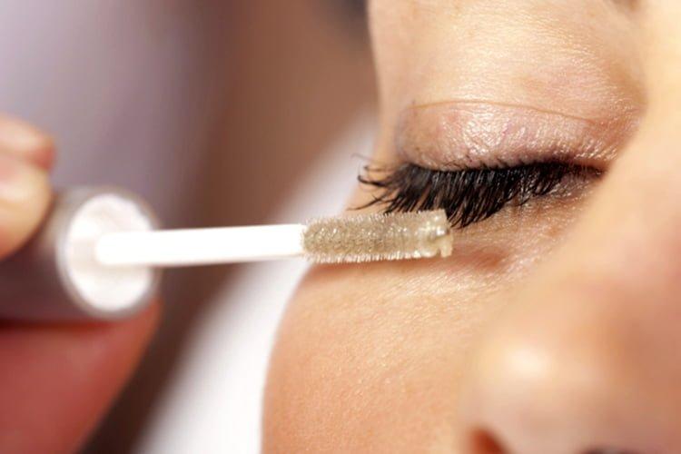 Lưu ý khi sử dụng mascara dầu dừa