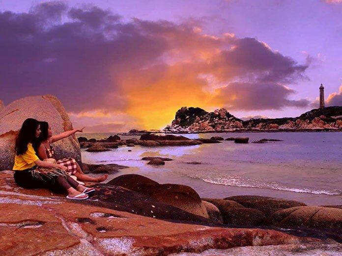 Khu du lịch biển đá vàng