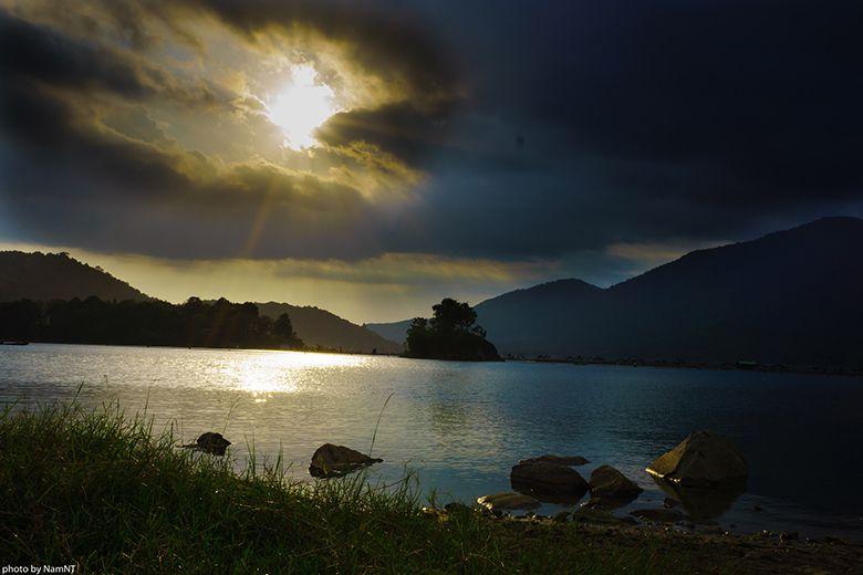 Hồ Đa Mi lúc hoàng hôn