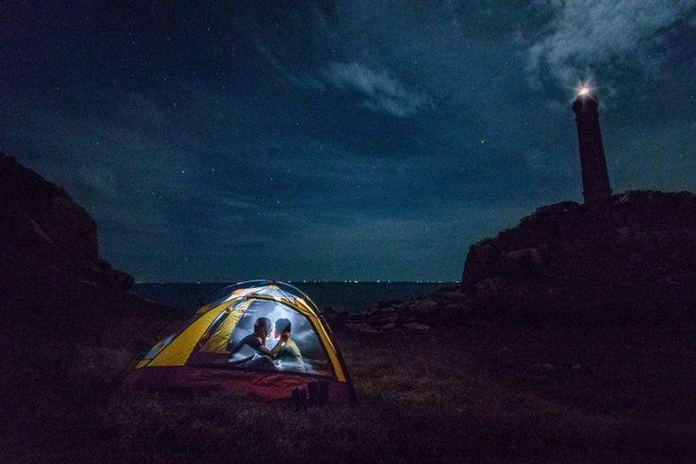 Cắm trại gần biển
