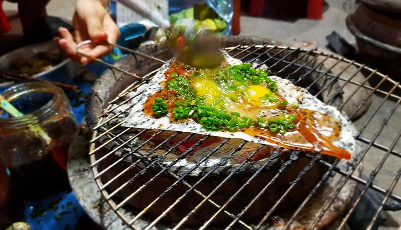 Bánh tráng nướng cuốn mắm ruốc ở Phan Rí