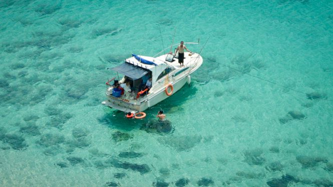 đi du thuyền khi du lịch đảo Phú Quý