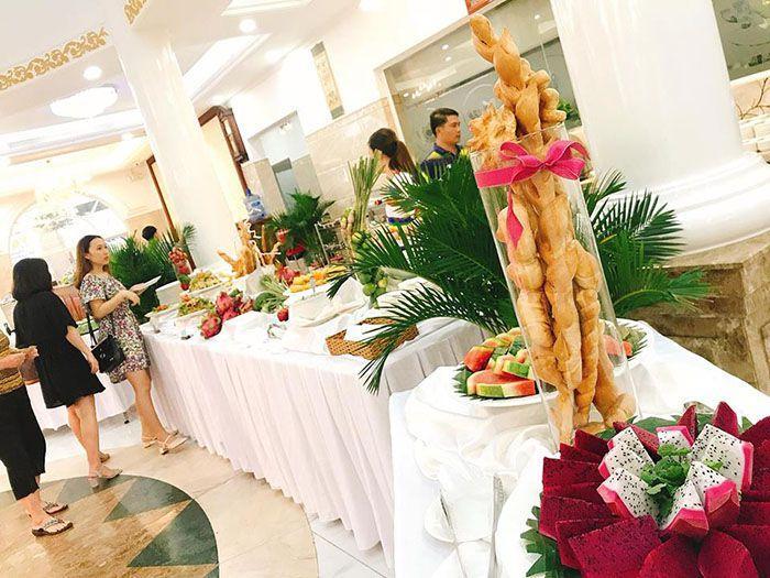 Tiệc buffet tại nhà hàng Hương Sen Trắng