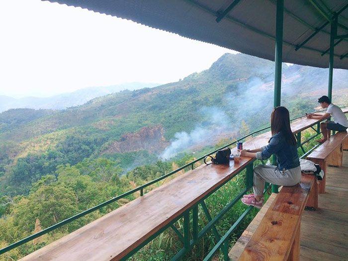 Cafe chạm tới mây Như Anh