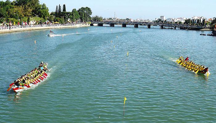 Lễ hội đua thuyện trên sông Cà Ty