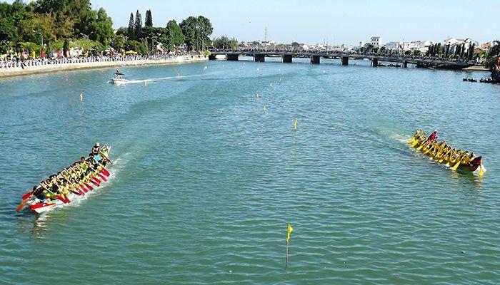 Lễ hội đua thuyền trên sông Cà Ty