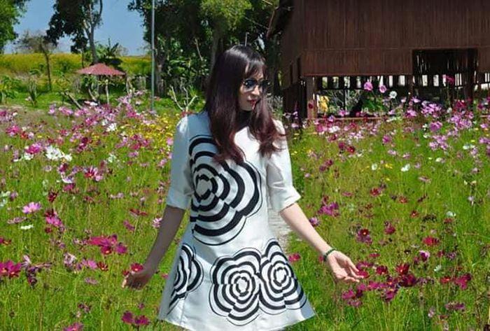 Chụp hình sống ảo với vườn hoa cánh bướm