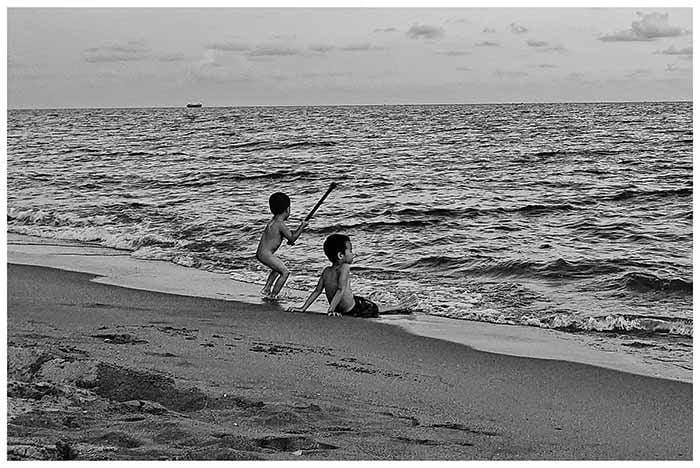 Biển chiều ở Hòa Phú
