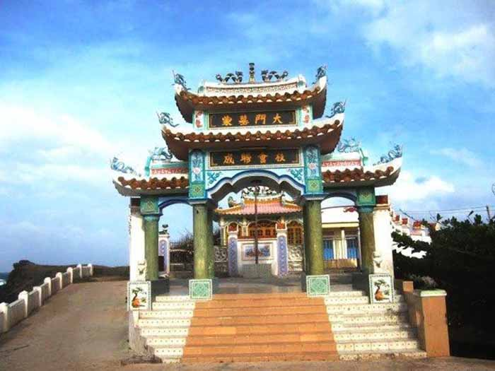 Dinh mộ Thầy Nại ở Phú Quý