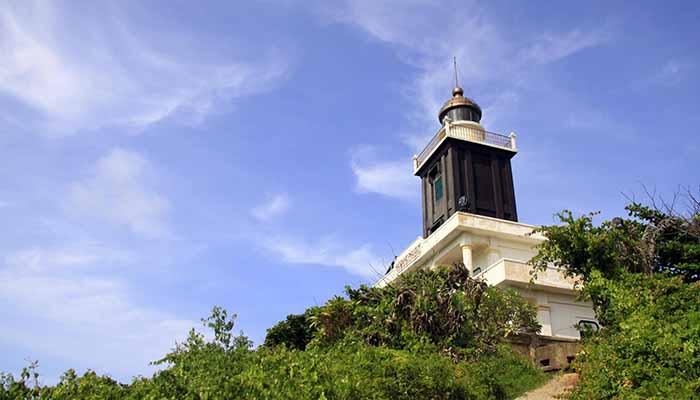 Ngọn hải đăng núi Cấm
