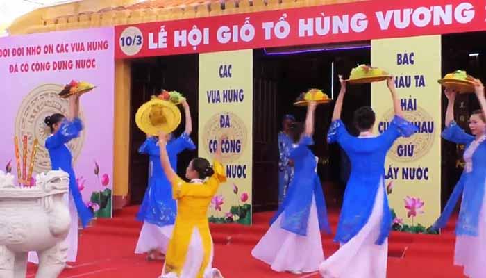 Buổi diễn văn nghệ tại Đền Hùng Vương
