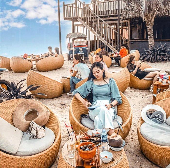 sống ảo tại Chameleon Beach Bar