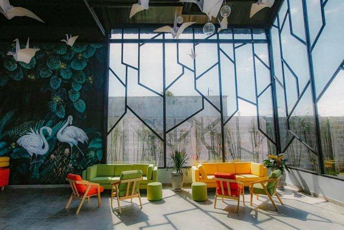 view bên trong quán Newland Coffee