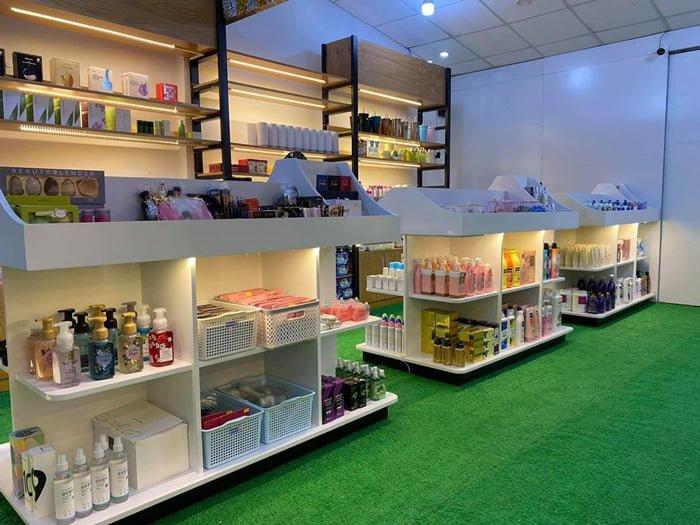 Cửa hàng Điệu Beauty Cosmecitcs rộng rãi