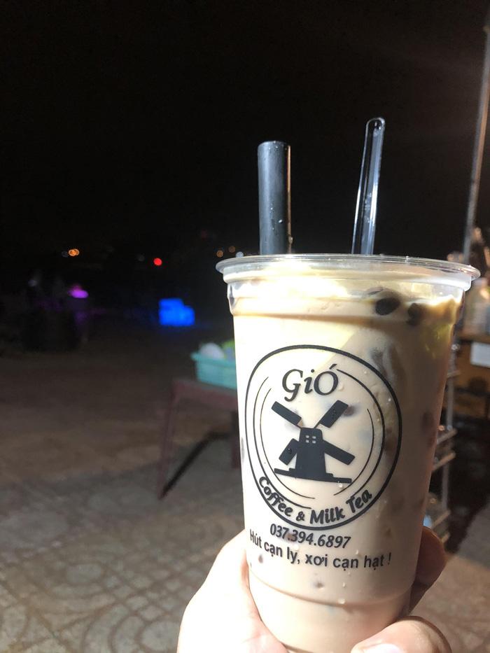 Ly nhựa trà sữa của Cafe Gió