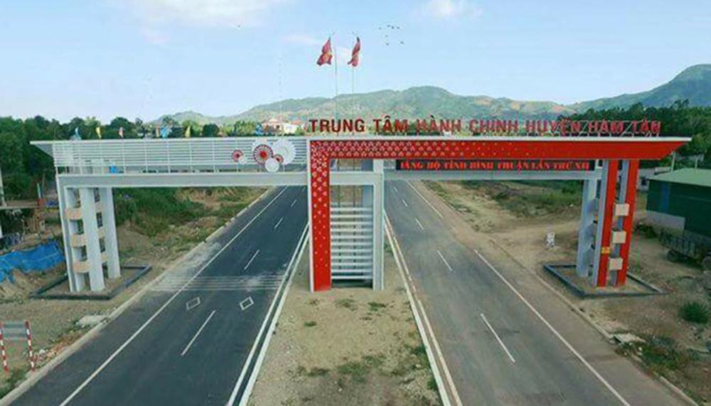 Cổng chào huyện Hàm Tân