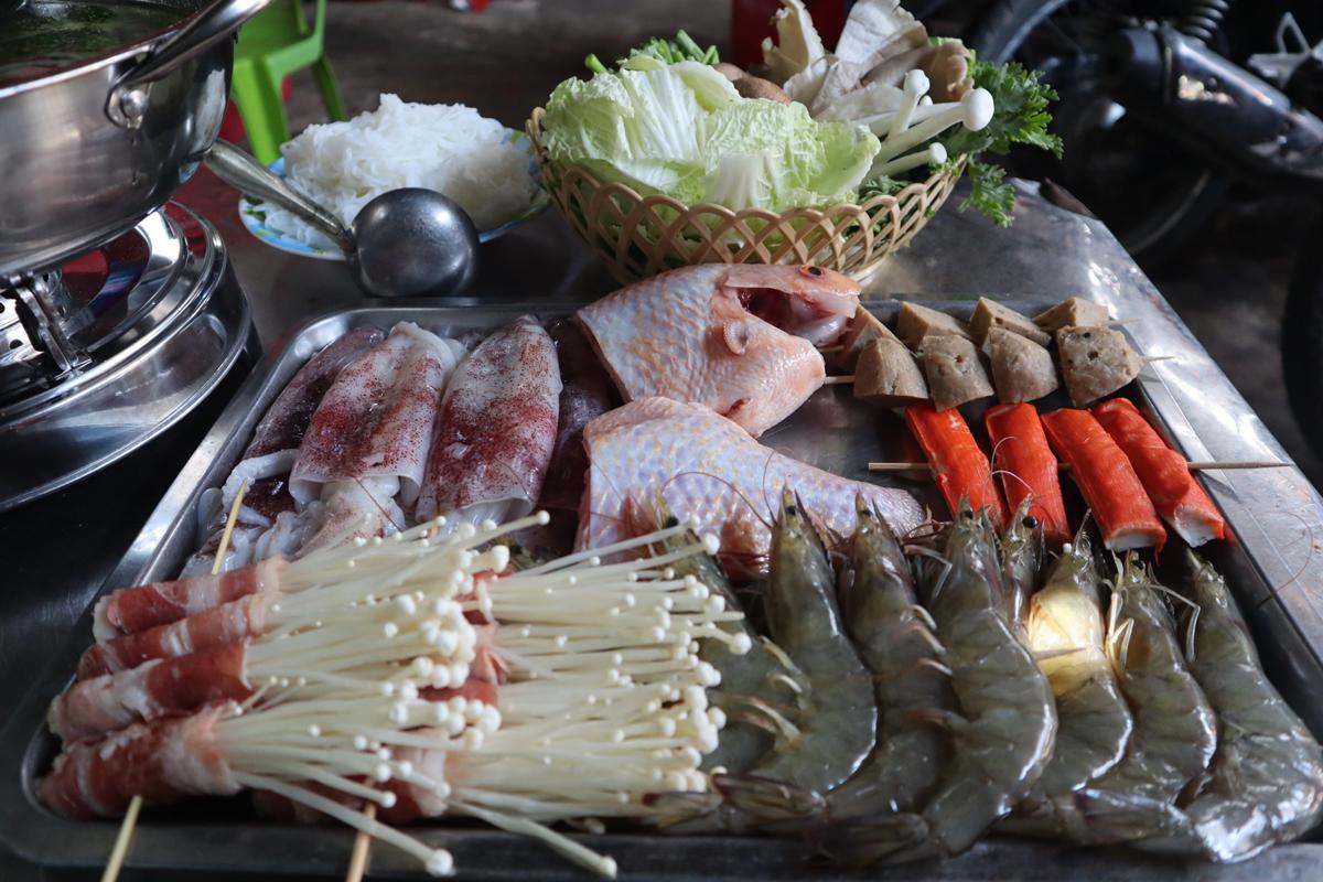 Những món ăn kèm hấp dẫn với lẩu uyên ương