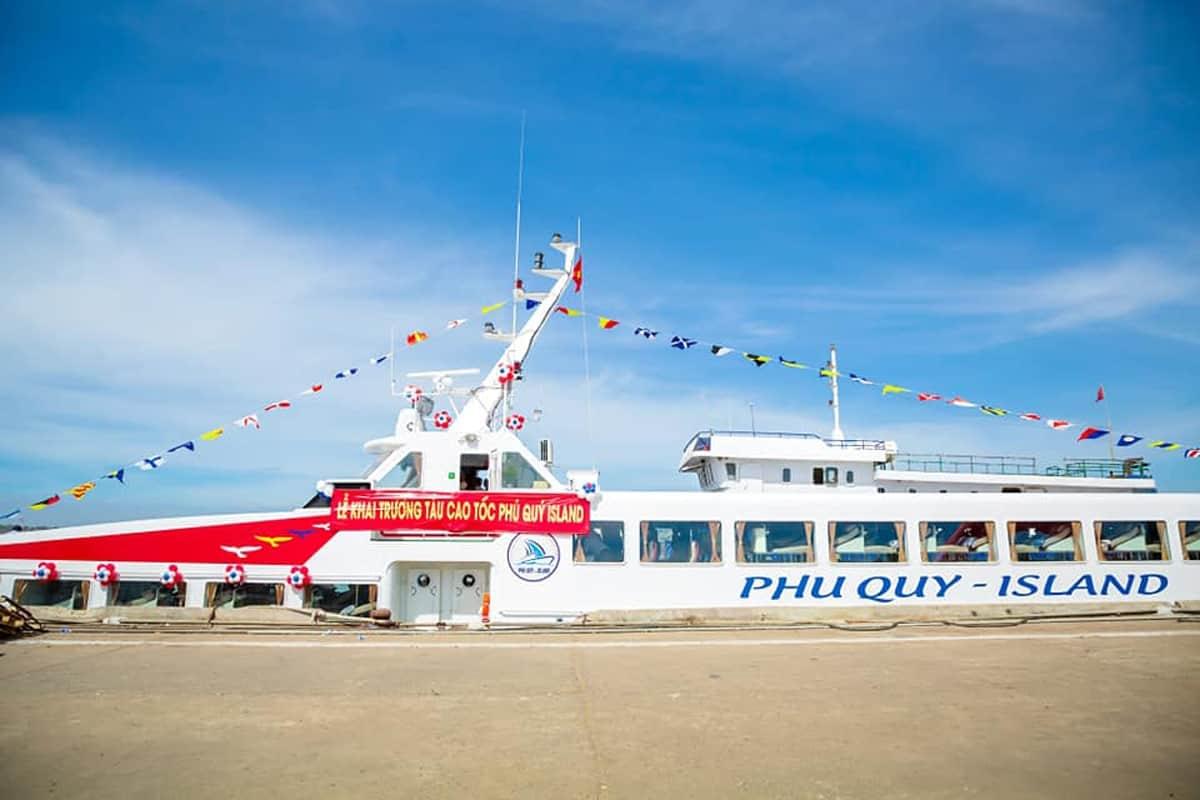 Tàu Phú Quý Island