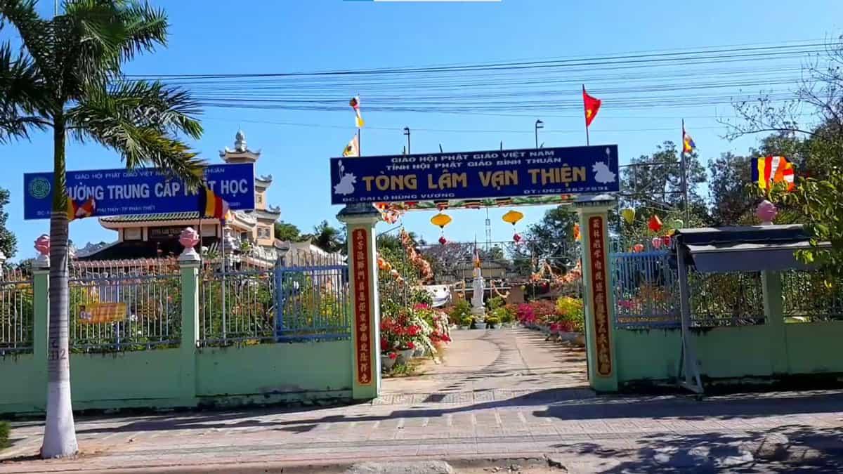 Trường Trung cấp Phật Học bên trong Tòng Lâm Vạn Thiện