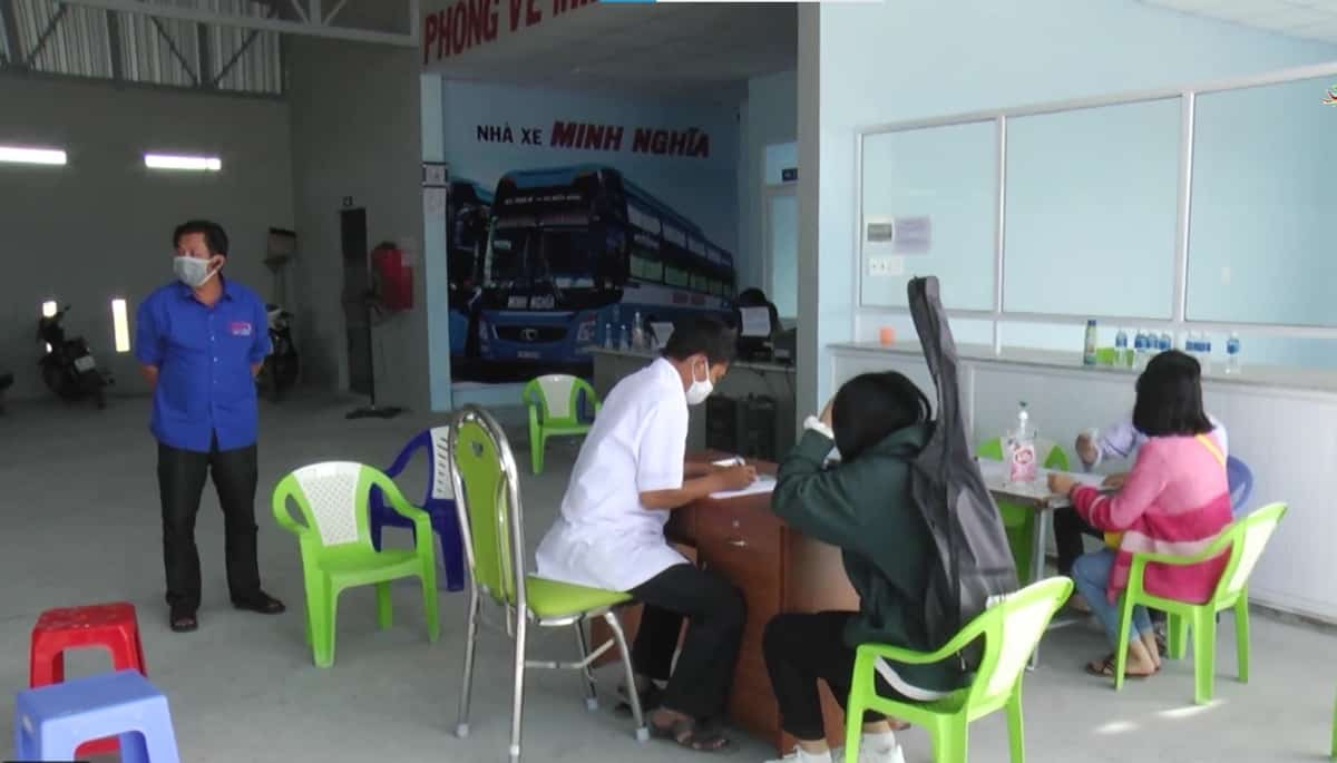 Chốt kiểm soát y tế tại Bến xe Minh Nghĩa