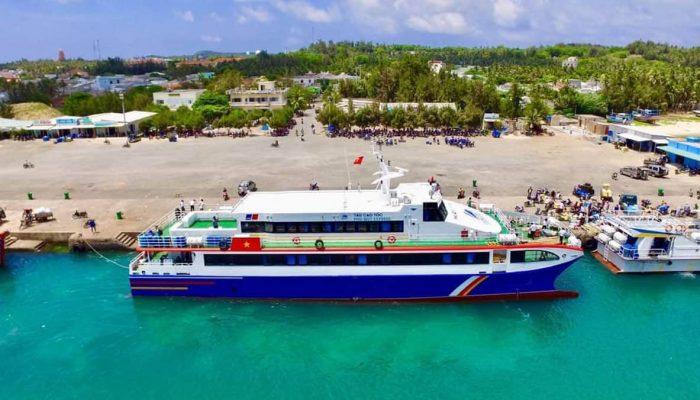 Tàu cao tốc Phú Quý Express có sức chứa lên tới 300 hành khách