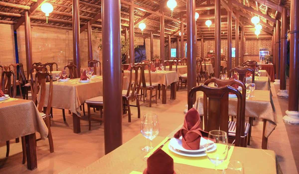 Nhà hàng thiết kế không gian màu sắc ấm cúng