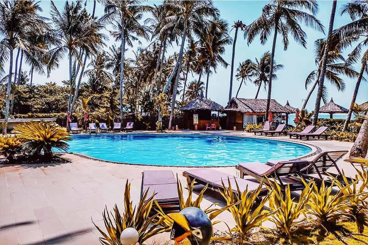 Bể bơi dành cho khách hàng nghỉ dưỡng