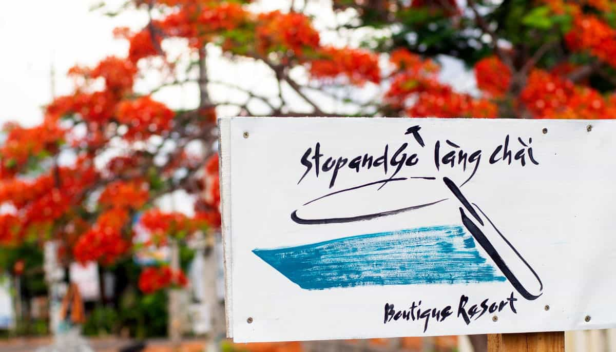 Stop And Go Làng Chài Resort tuyển kế toán, lễ tân