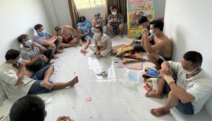 Điểm Báo Bình Thuận 19/08/2021: Hiệu phó Trường phổ thông Dân tộc nội trú huyện bị phạt 15 triệu đồng vì tụ tập đánh bạc