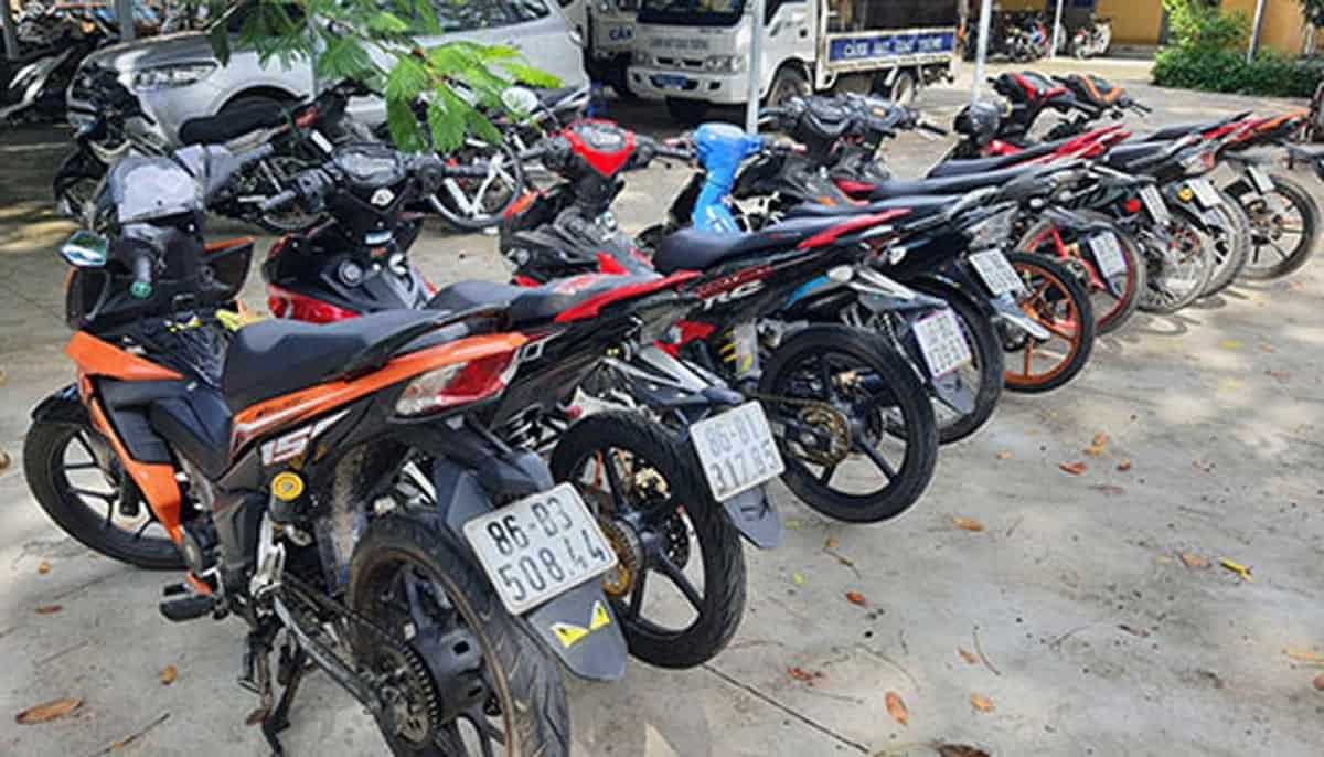 Tạm giữ 9 xe mô tô độ chế của nhóm thanh niên Bắc Bình  - Ảnh: Kim Anh/Báo Bình Thuận