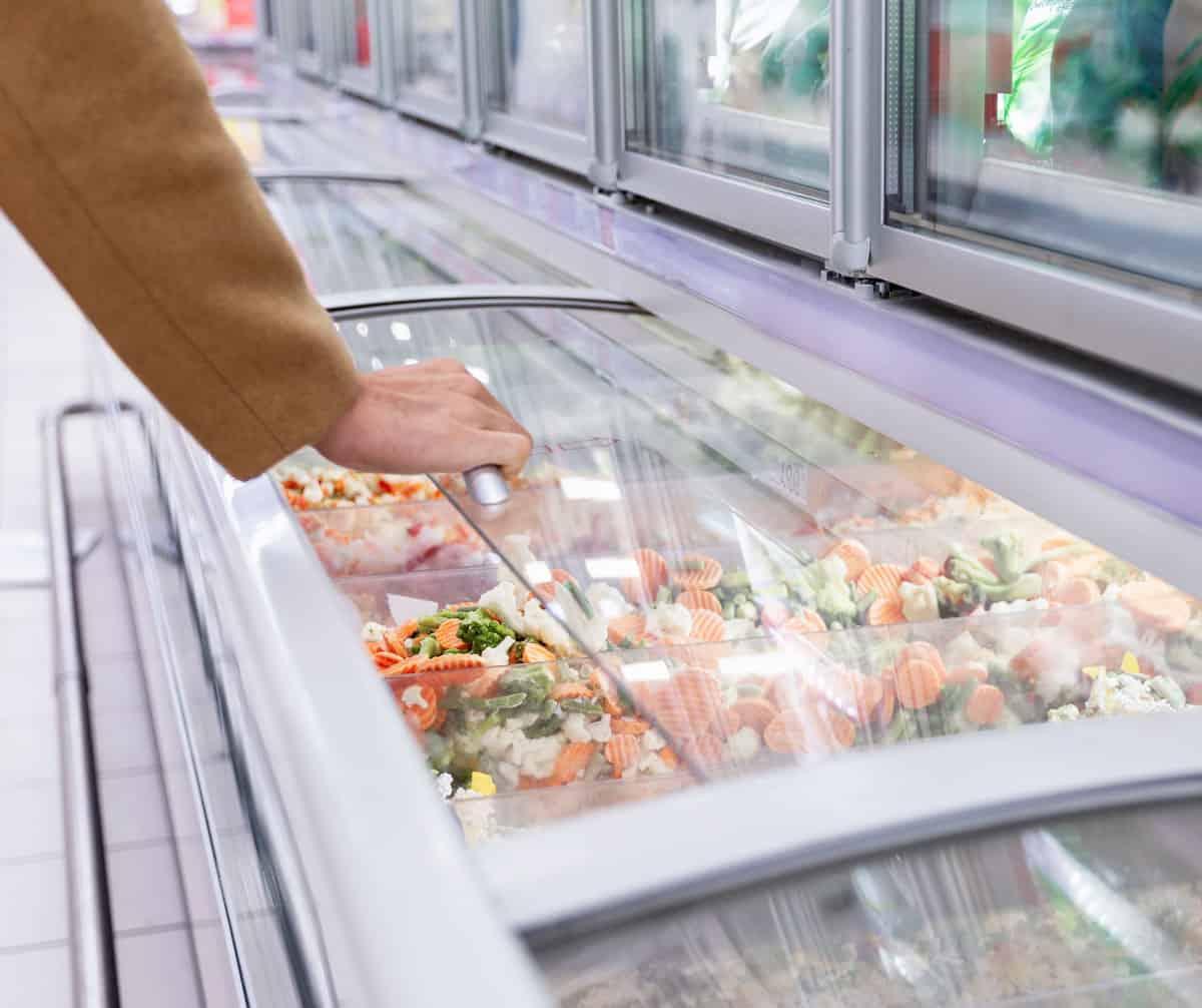 Quầy hàng đông lạnh tại các chợ, siêu thị và cửa hàng tiện ích