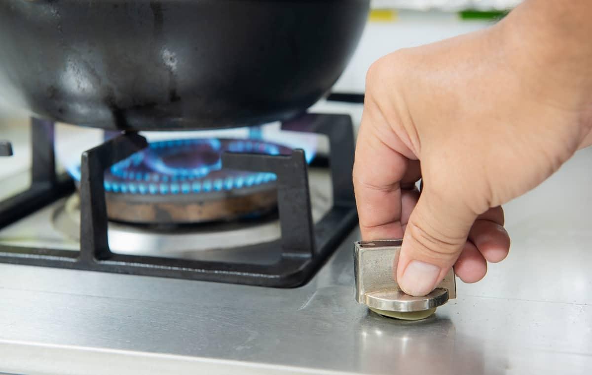 Không bật, tắt bếp quá nhiều mỗi khi nấu
